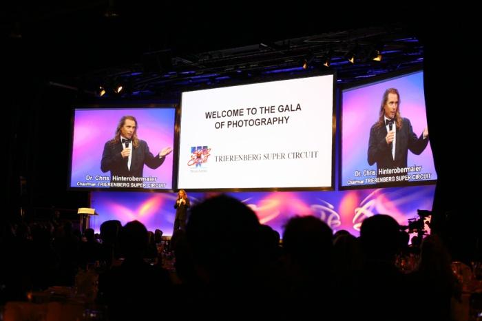 Galanın açılışı, Dr.Chris Hinterobermeier konuşurken